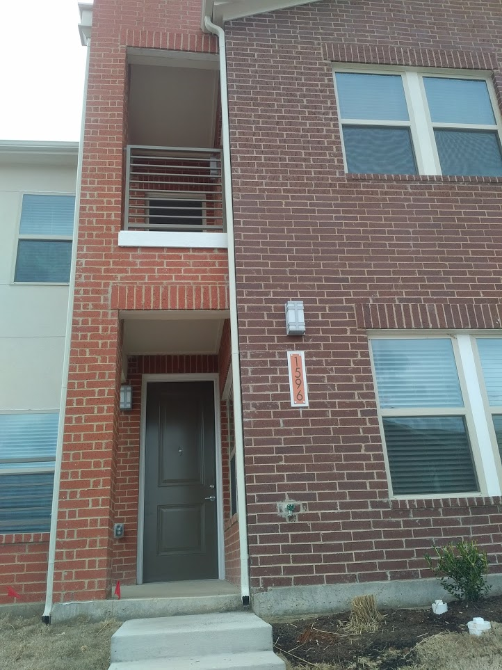 $1950 (Reduced) =3-2.5 Townhome With A Spectacular View of Downtown Dallas