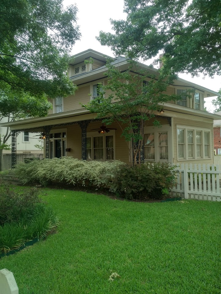 $2695 -3 Bed-2 Bath 2 Story 1920s Time Travel in Bishop Arts