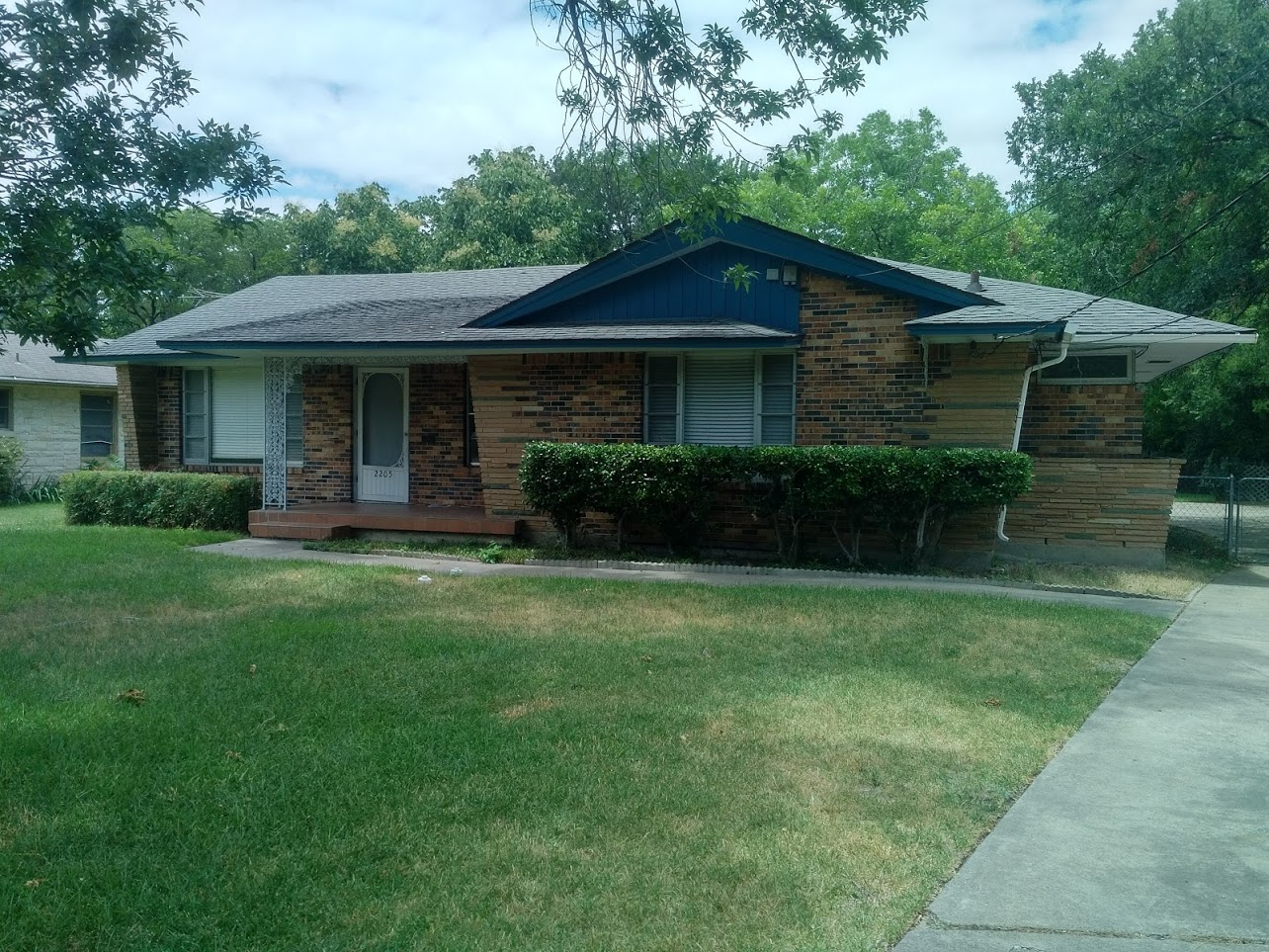 $1695, 3 Bed 2 Bath Mid 1950s Ranch Classic in Classy Oak Cliff