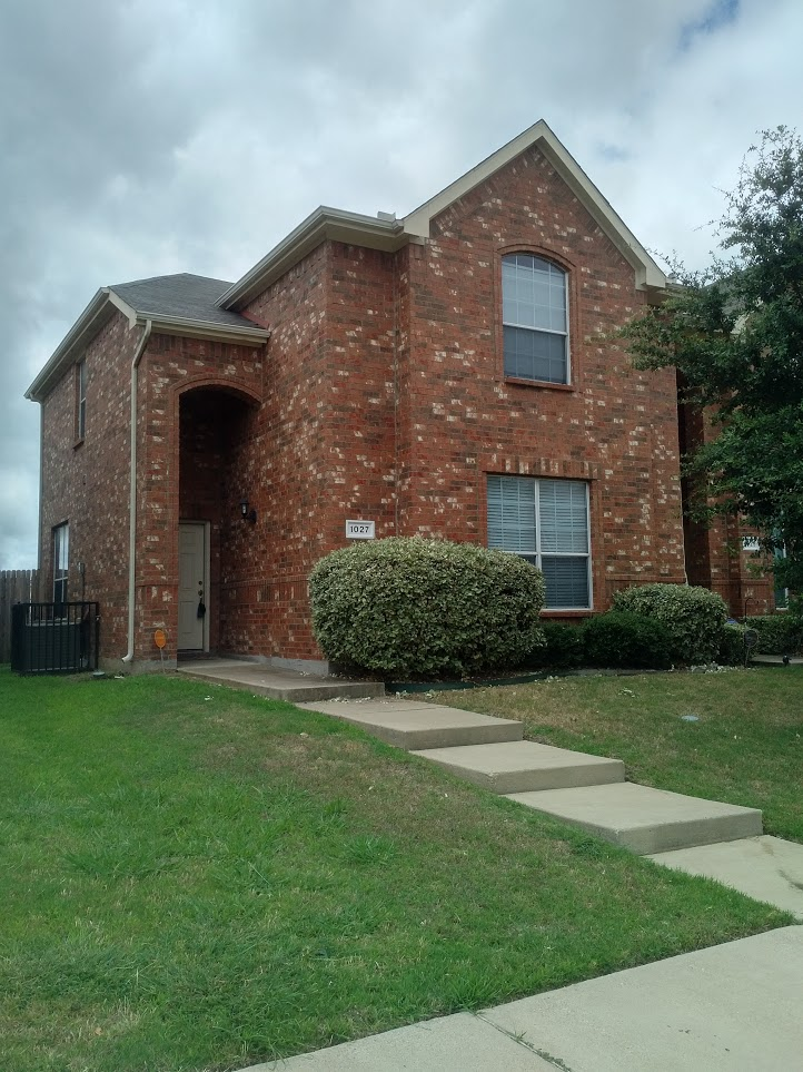 $1695 (Reduced) 3-2.5 Townhome Grand Prairie Lakewood Area